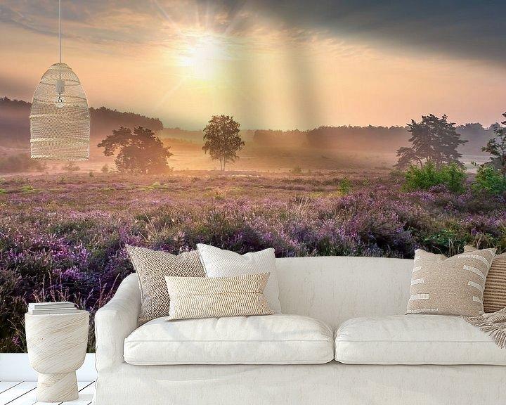 Sfeerimpressie behang: Ochtendzon op de heide van de Teut van Peschen Photography