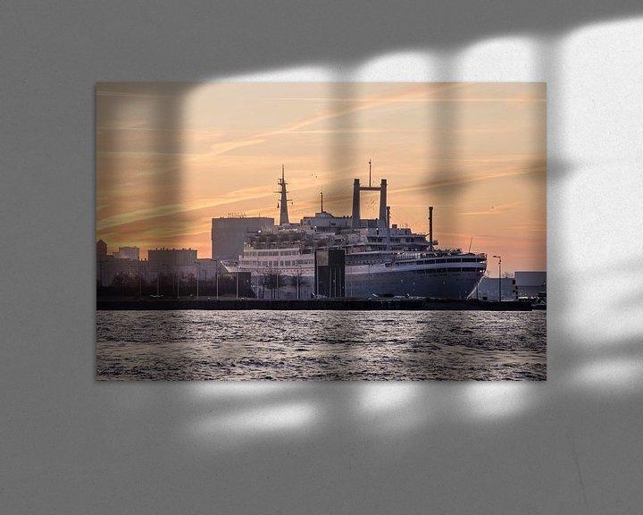 Sfeerimpressie: Zonsopkomst boven de SS Rotterdam van Frans Blok