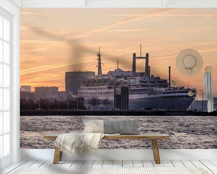 Sfeerimpressie behang: Zonsopkomst boven de SS Rotterdam van Frans Blok