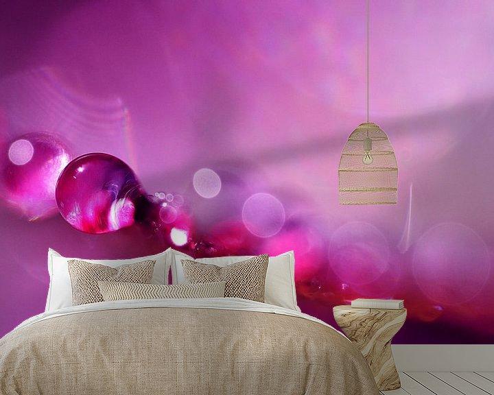 Sfeerimpressie behang: Drop Art Pink van Jessica Berendsen