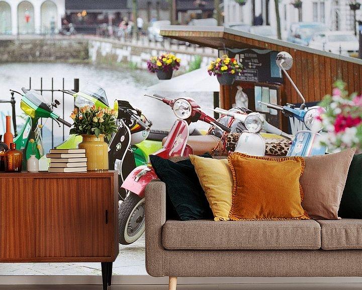 Sfeerimpressie behang: Kleurrijke Vespa's van Maikel Brands