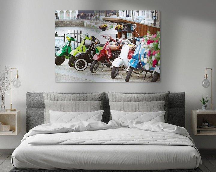 Sfeerimpressie: Kleurrijke Vespa's van Maikel Brands