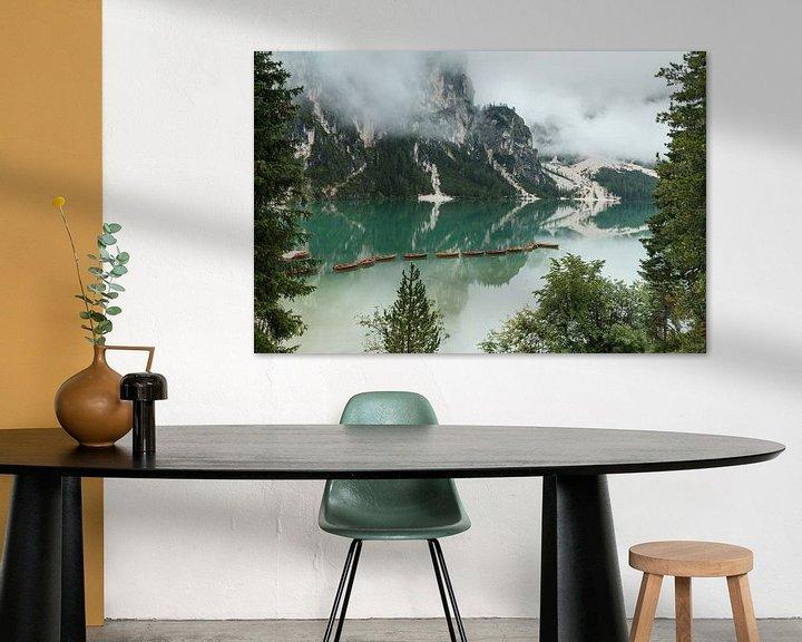 Sfeerimpressie: Lago di Braies in de Dolomieten. van Menno Schaefer