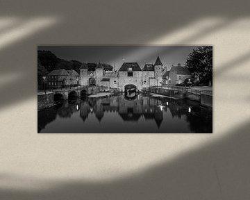 Een avond bij de Koppelpoort in Amersfoort in zwart-wit van Henk Meijer Photography