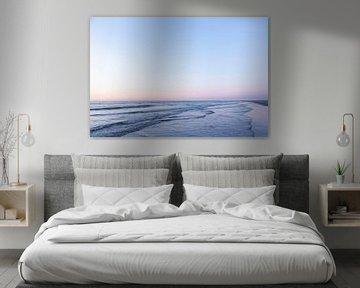 Zeelandschap van Ameland tijdens zonsondergang, zachte pastel tinten van Karijn | Fine art Natuur en Reis Fotografie