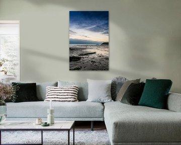 Zonsondergang over drooggevallen strand van Richard Janssen
