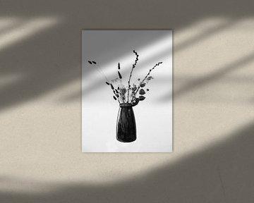 Getrocknete Blumen mit Vase von Mei Bakker