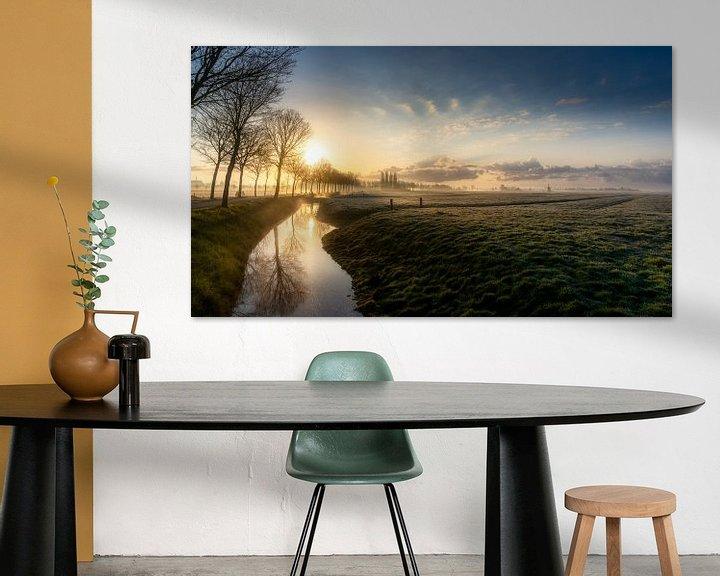 Sfeerimpressie: Zonskomst over een typisch Nederlands landschap van Rene Siebring