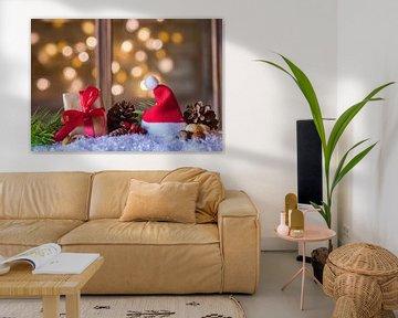 Kerstversiering met geschenkdoos en kerstmuts van Alex Winter