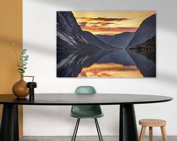 Zonsondergang Fjord in Noorwegen van Coby Bergsma