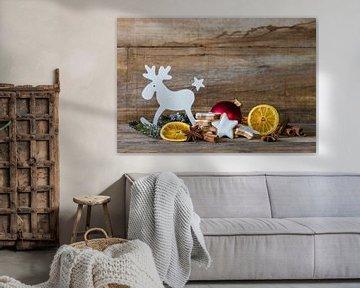 Kerst achtergronddecoratie met rendieren, koekjes, sinaasappelschijfjes van Alex Winter