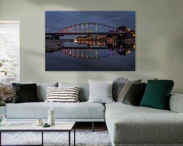 Wilhelmina-Brücke in Regenbogenfarben in Deventer von Maurice Meerten
