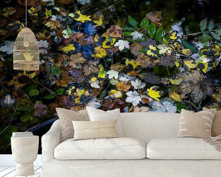 Sfeerimpressie behang: Herfst in het water van Meint Brookman