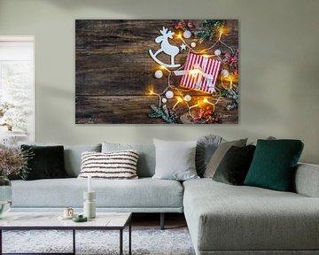 Kerstgeschenkdoos met decoratie en feestelijk licht van Alex Winter