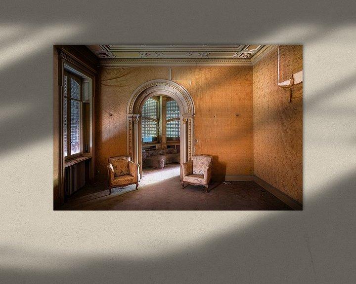 Sfeerimpressie: Stoelen in Verlaten Villa. van Roman Robroek