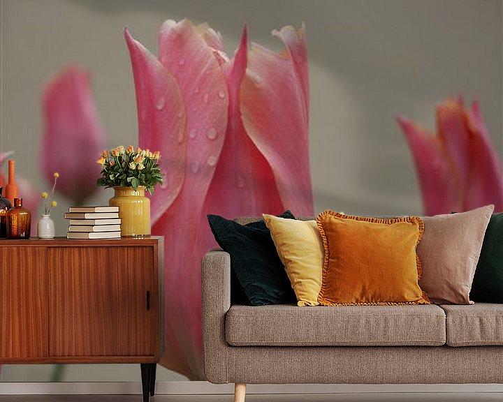 Sfeerimpressie behang: Tulp upclose van Frederique Richard