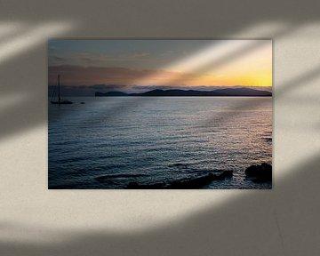 zonsondergang op de rada de Alghero met zeilboot van Eric van Nieuwland