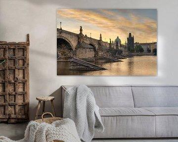 Pont Charles à Prague au lever du soleil