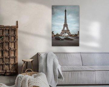 Eiffeltoren met verkeer van Youri Zwart