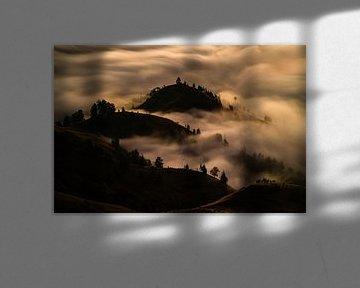 Lange belichting van wolken en bergen met uitzicht vanaf Mount Rinjani in Lombok, Indonesië van Shanti Hesse