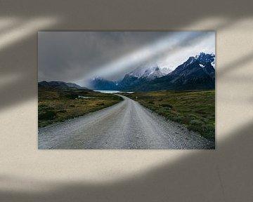 Weg in Torres del Paine Nationaal Park van Shanti Hesse