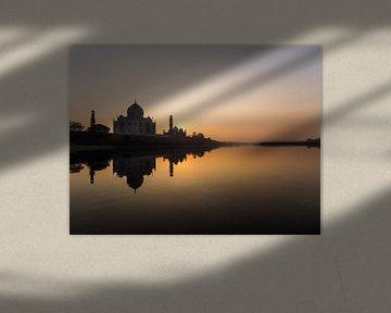 Sonnenuntergang mit Reflektion des Taj Mahal von Shanti Hesse