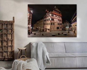 Woonhuis van Durer laat in de avond in oude stad van Nurenberg, Duitsland van Joost Adriaanse