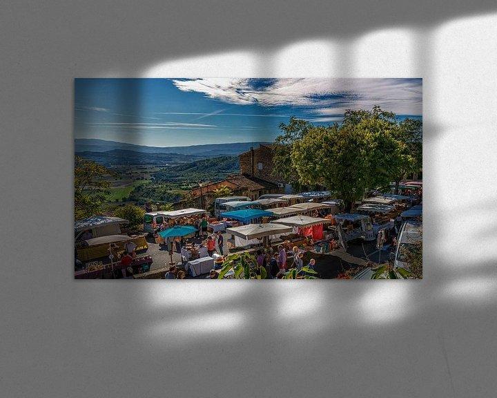 Sfeerimpressie: Markt in Gordes Provence Frankrijk van Jacques Jullens