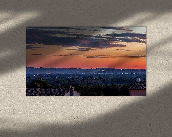 Sfeerimpressie: Uitzicht over de Provence bij zonsondergang in Frankrijk van Jacques Jullens