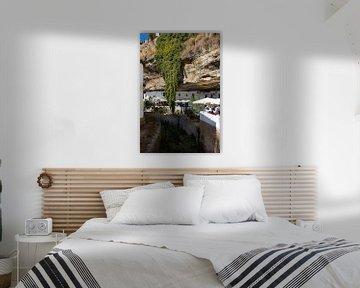 Sentenil de las Bodegas Spanje - De rotsen hangen over de stad van Marianne van der Zee