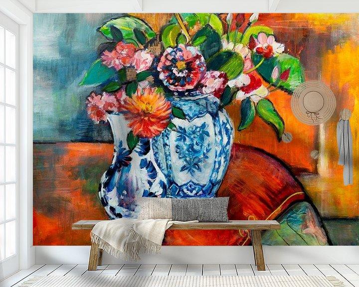 Sfeerimpressie behang: Bloemen op tafel van Liesbeth Serlie