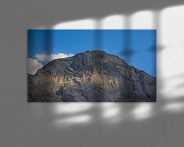 Pic alpin avec jeu d'ombre et de lumière