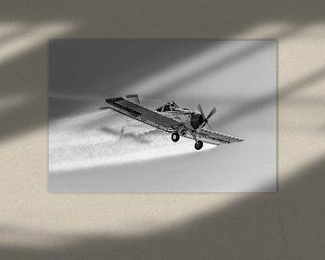 PZL-106 Kruk in schwarzweiß