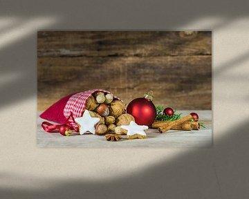 De vakantie van Kerstmis achtergrond met de rode zak van de kerstman die met de koekjes van de sterv van Alex Winter