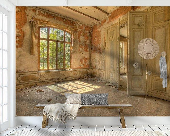 Sfeerimpressie behang: Verlaten kazerne van Esther de Wit