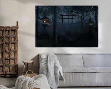 Japanse schrijn met rode torii toegangspoort bij nacht van Besa Art