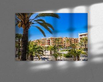 Gezicht op de baai van de stad Alcudia op het eiland Mallorca, Spanje Middellandse Zee van Alex Winter