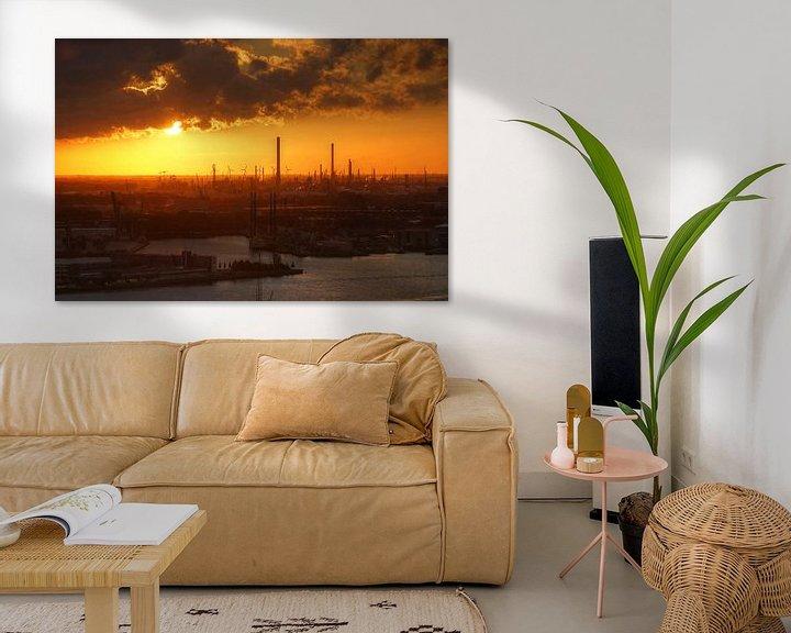 Sfeerimpressie: Zonsondergang boven de Rotterdamsche havens van Remy De Milde