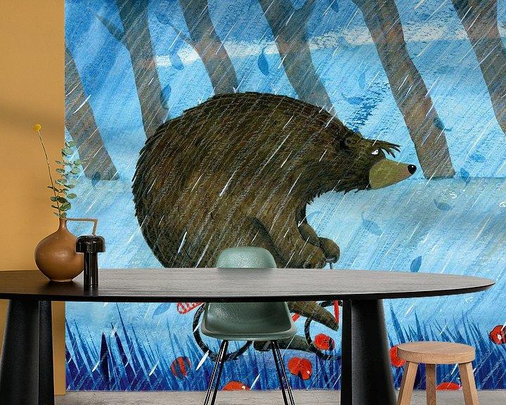 Sfeerimpressie behang: Beer in de regen van Marieke Nelissen