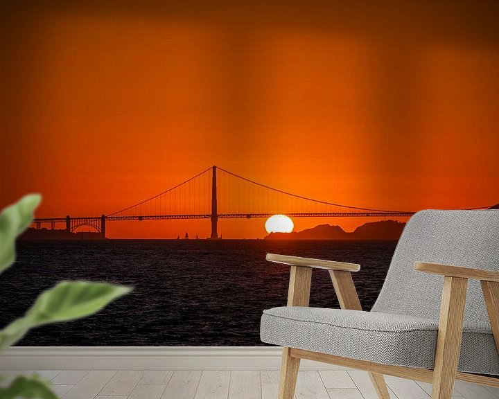 Sfeerimpressie behang: Zonsondergang achter de Golden Gate Bridge van Wim Slootweg