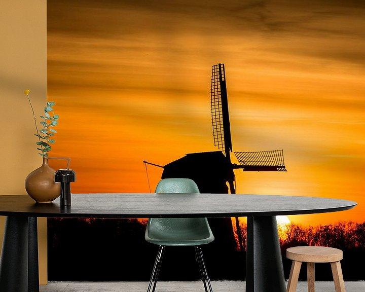 Sfeerimpressie behang: zonsopkomst met oude molen 01 van Arjen Schippers