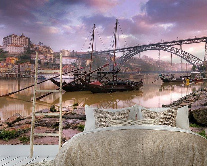 Sfeerimpressie behang: Port bootjes in de wijk Ribeira (porto) van Prachtt