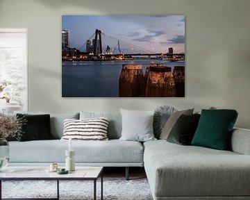 Willemsbrug Rotterdam in de avond von Rouzbeh Tahmassian