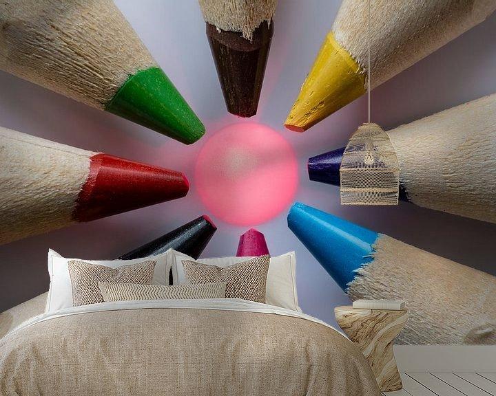 Sfeerimpressie behang: Kleurpotloden macro met druppel van Rouzbeh Tahmassian