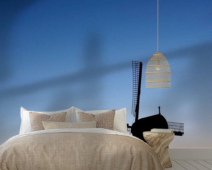 Sfeerimpressie behang: Poldermolen net na zonsondergang van Mark Leeman