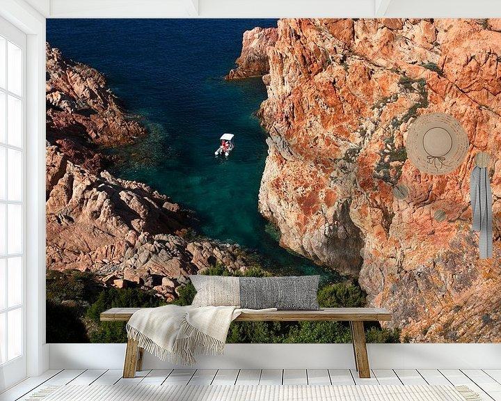 Sfeerimpressie behang: Mediterraanse baai van Mark Leeman