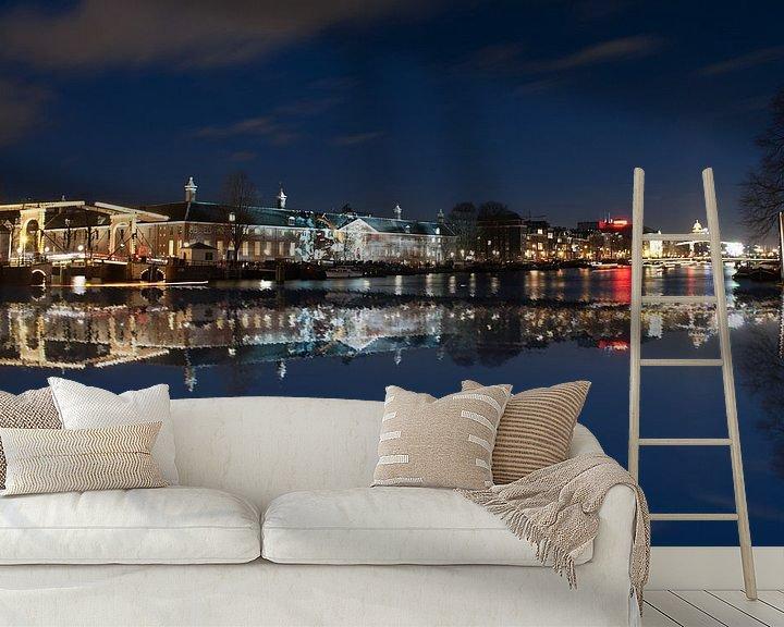 Sfeerimpressie behang: Amsterdam over het water met theater Carre van Brian Morgan