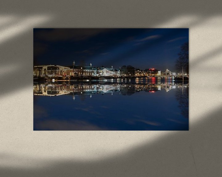 Sfeerimpressie: Amsterdam over het water met theater Carre van Brian Morgan