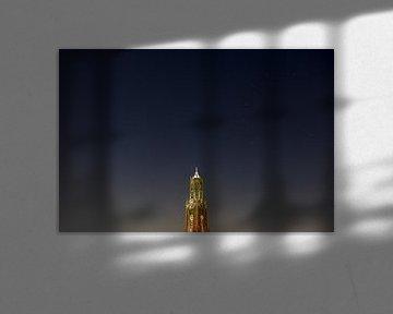 Domtoren in Utrecht met sterrenhemel von Donker Utrecht