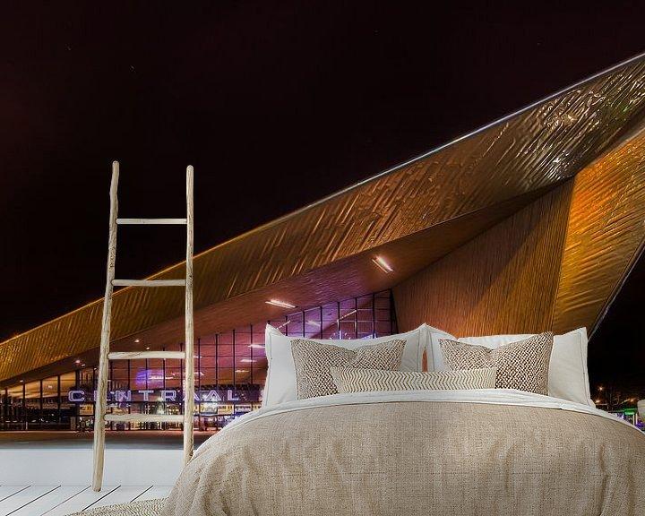 Sfeerimpressie behang: Rotterdam Centraal Station Nacht  van Evert Buitendijk